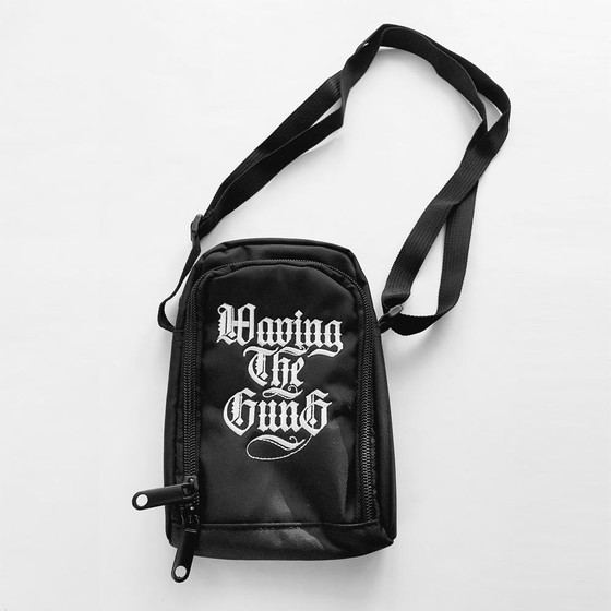 Waving the Guns - Kalligraphie Pusher Bag RFID abgeschirmt